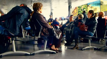 Mejorar la actitud y tener paciencia es clave durante la espera en el aeropuerto
