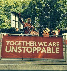 Cusme Charity durante su participación en la Carrera de 52 millas en bicicleta (2013) a favor de las personas con cáncer y leucemia