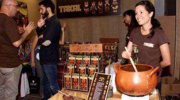 Durante las jornadas del 'Salón del chocolate, cacao y café' se realizan demostraciones de los expositores.