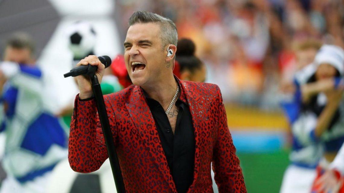 Robbie Williams no perdió ocasión para prender la polémica en acto de apertura