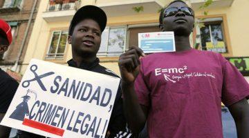 España devolverá acceso a la salud gratuita a inmigrantes irregulares