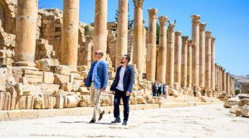 Príncipe William visita ruinas antiguas de Jordania