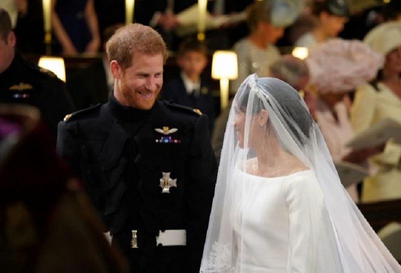A las hijas se les prohibirá heredar los títulos nobiliarios desde el día de su nacimiento.