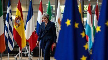 UE amenaza a Reino Unido con un Brexit sin acuerdo