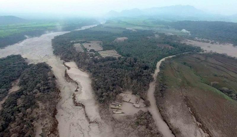 Guatemala despertó el lunes en medio del dolor por la muerte de decenas de personas tras la violenta erupción del Volcán de Fuego