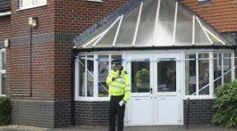 Policía antiterrorismo se une al caso de pareja inconsciente en Wiltshire