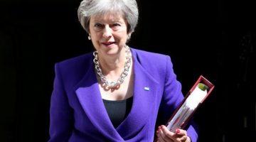 Theresa May esquivó otra bala camino al Brexit
