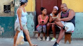 Cubanos comienzan a tener Internet en sus smartphones