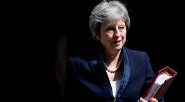 Theresa May presentó su criticado 'libro blanco' del Brexit