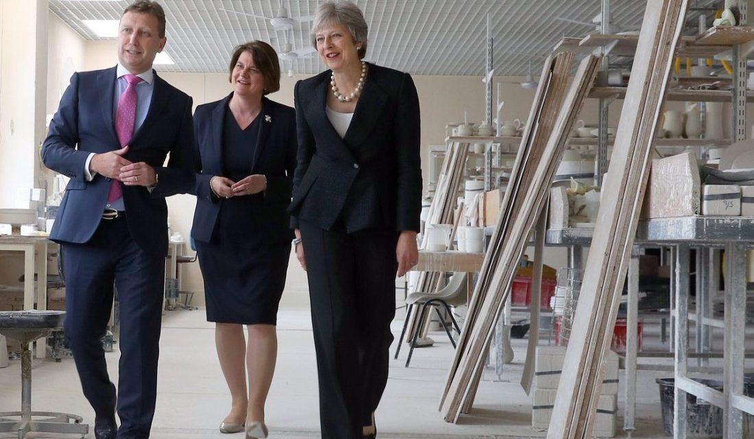 Theresa May rechaza establecer divisiones internas con Irlanda del Norte