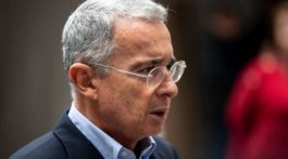 Álvaro Uribe ya no quiere renunciar al Senado colombiano