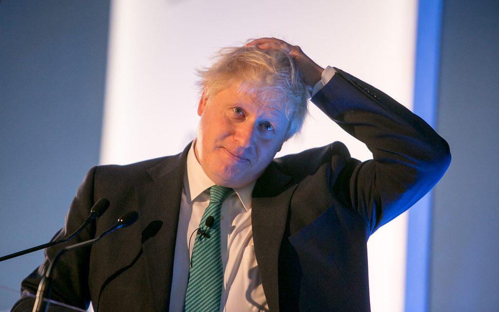 Tories piden investigar a Boris Johnson por comentarios sobre la burka