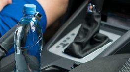 Una botella de agua en verano puede incendiar tu vehículo