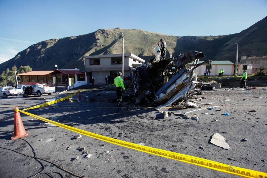 Hallan media tonelada de droga en bus colombiano accidentado en Ecuador