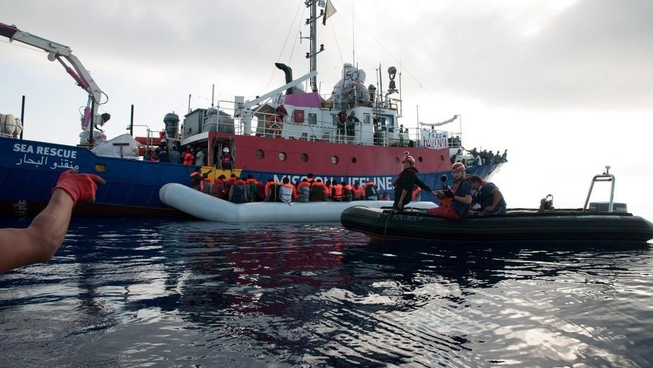 Italia prohíbe ingreso de barcos con inmigrantes rescatados