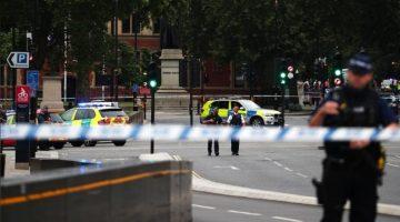 Un detenido tras estrellar vehículo en el Parlamento de Londres