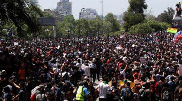 Manifestantes en plazas céntricas de Chile. (Foto: Agencias)