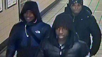 La policía de transporte británica publicó este martes imágenes de CCTV de hombres jóvenes con los que quieren hablar en relación con los robos. (Foto: British Transport Police)