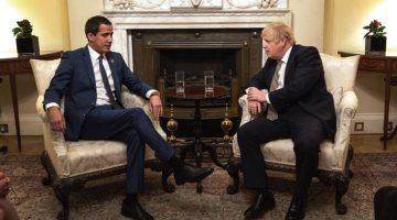 Guiadó junto al primer ministro británico, Boris Johnson. (Foto: Agencias)